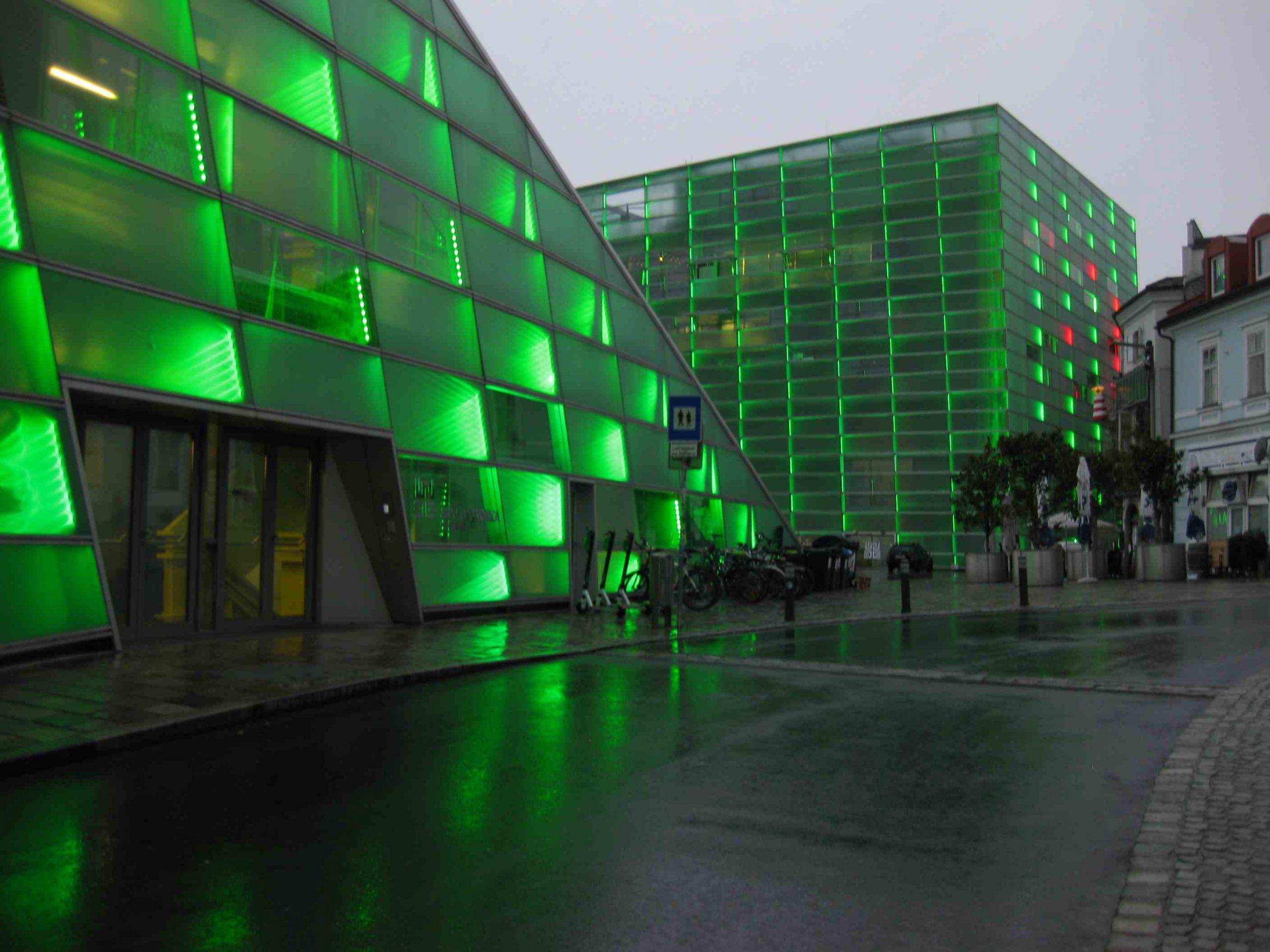 LED-Fassade des Ars Electronica Center